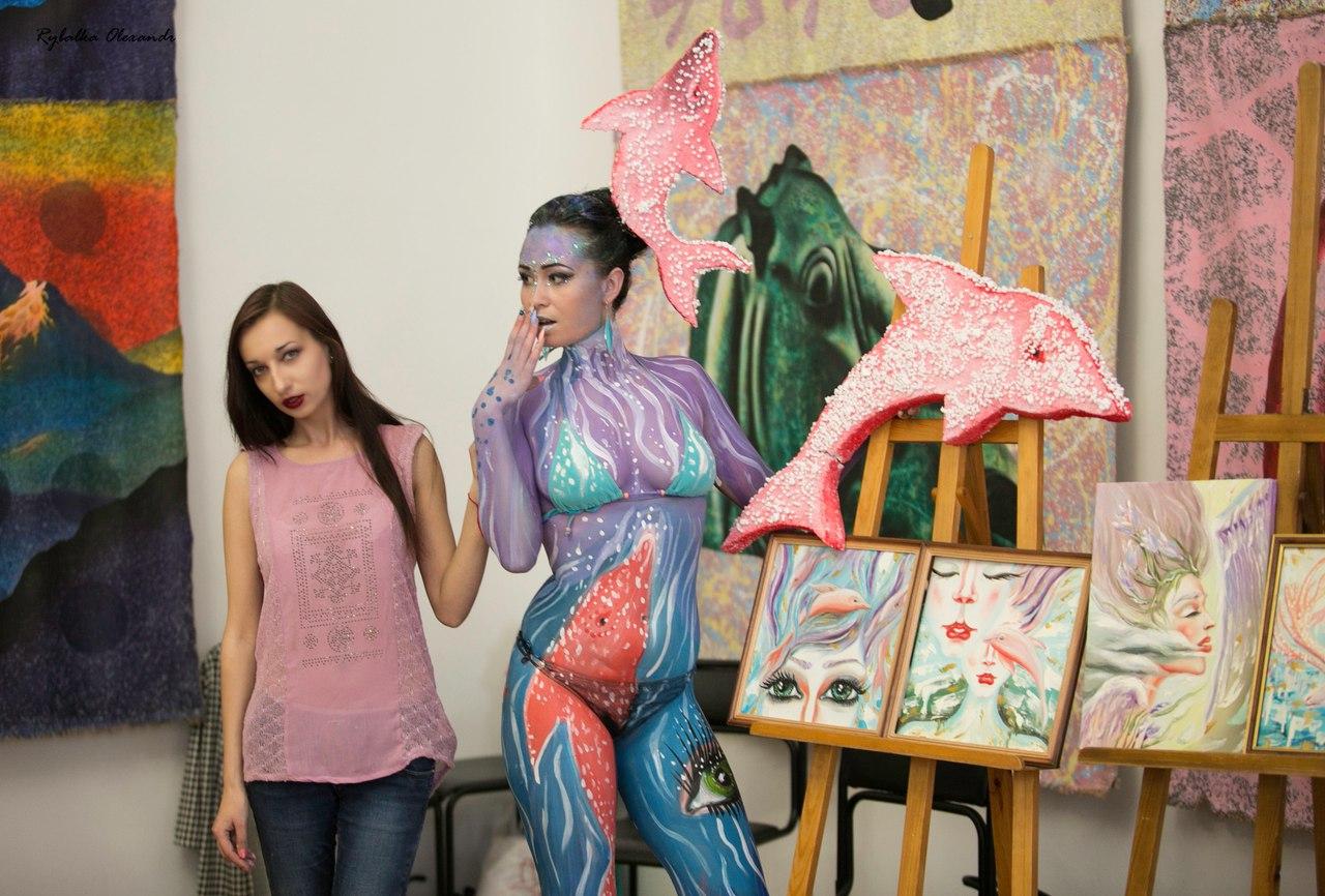 Международная акция «Ночь в музее»  «Розовые дельфины,  крыло ангела» боди — арт